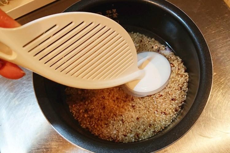なるほど米とぎで米をとぐ様子